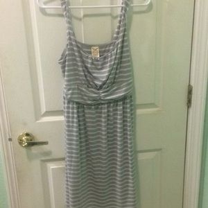 Faded Glory White and Grey Striped Midlength Dress
